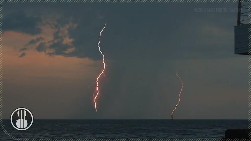 Вечер на морском пляже Звуки волн и молнии над морем для приятного отдыха