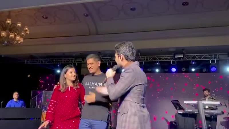 Insta Армаан поёт Махендре Сингху Дхони песню Kaung Tujhe