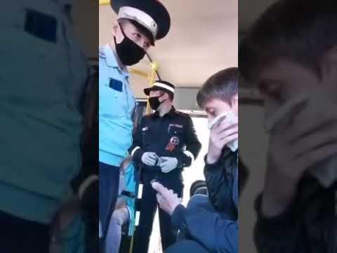 В Татарстане молодого человека без маски вывели из автобуса и заковали в наручники