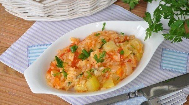 Нежные Кабачки с овощами и рисом в мультиварке. Нужно:Кабачок 1 штука, средний;Лук репчатый 2 некрупных;Морковь 1 штука;Помидоры 2 штуки;Масло растительное 4 ст. ложки;Масло сливочное - 40
