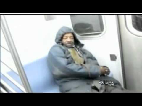 А ещё Путин запустил крыс в метро Нью Йорка Rat on NYC Subway Crawls on Man