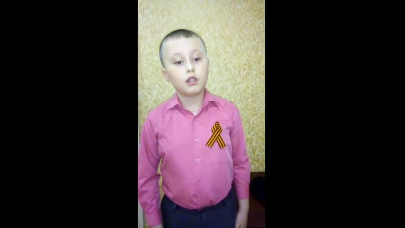33 Timur Gilozetdinov 2a klass 9 let Stikhotvorenie Vsem soldatam Velikoy Otechestvennoy Voyny posvyaschaetsya