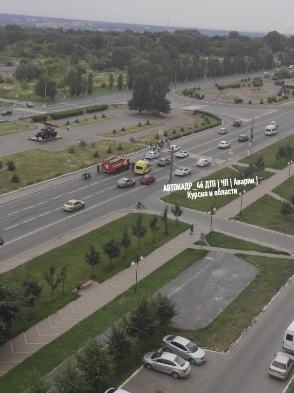 В центре Курска автомобиль сбил велосипедистку