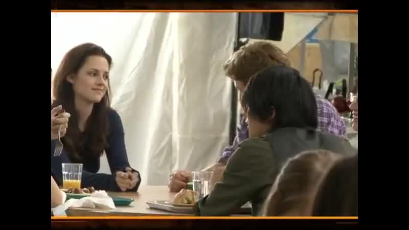 Michael Welch talking to Kristen Stewart in the cafeteria