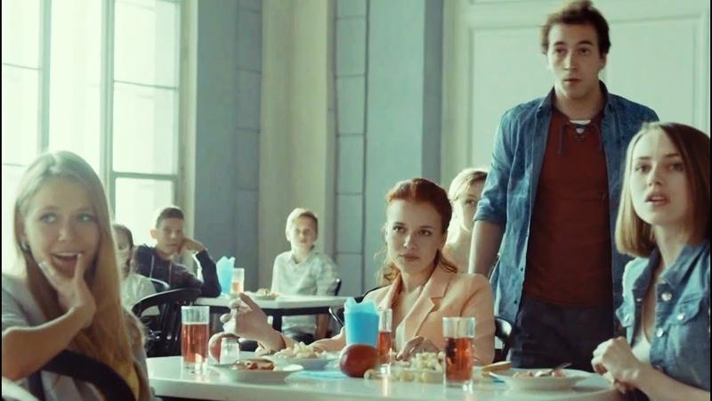 Новенький проучил хулиганов в столовой перед всем классом