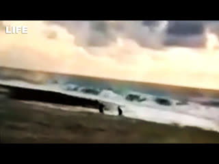 Момент, как подростков унесло течением в Чёрное море