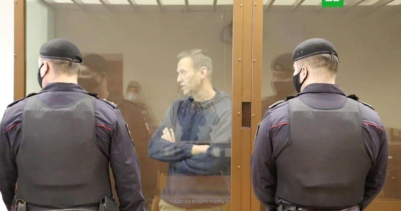 Получает по заслугам бывший кавээнщик Тарбаев считает суд над Навальным справедливым