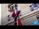 В знак протеста голые девчонки повесили флаг победы БЧБ во Франции на посольстве БЕЛАРУСЬ. НОВОСТИ