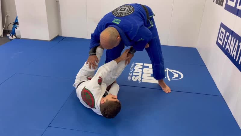 How To Do The Best Reverse De La Riva Sweep by Mikey Musumeci how to do the best reverse de la riva sweep by mikey musumeci