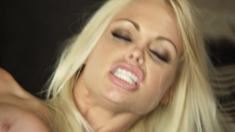 Прилюдии как нагнули любовницу и отодрали блондинку хом домашнее стонет шлепает наказал краш