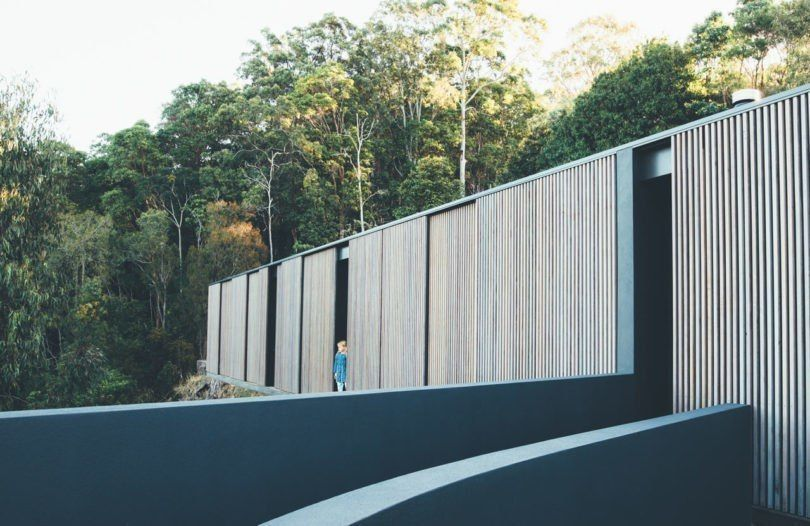A Pavilion Style House in the Noosa Hinterland by Teeland Architects