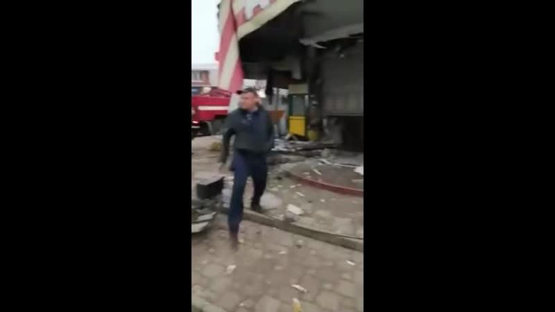 В поселке Ильском КамАЗ въехал в здание аптеки 2