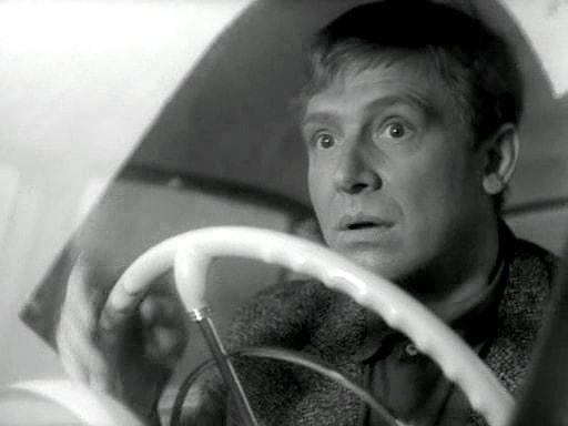 Мне надоело это отсутствие единообразия на дорогах Ну, что это такое, в самом деле: каждый возмущённо гудит, как ему вздумается! Пришло время ввести единую азбуку С.Морзе-Я.Каганова для