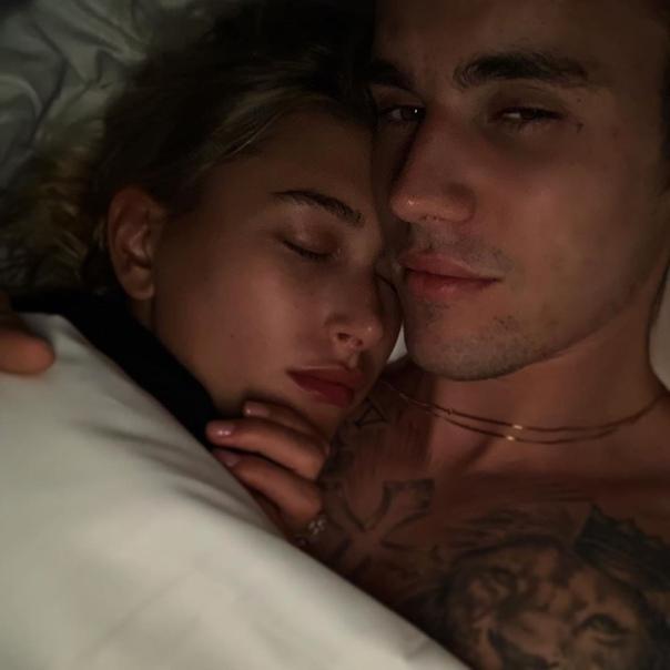 Джастин Бибер опубликовал постельное фото со своей женой!