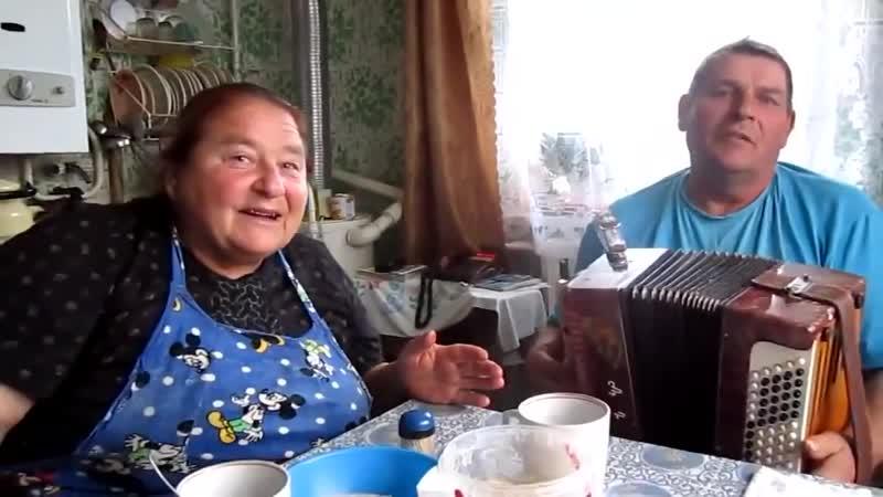 Баба Зоя поет песню Ваенги Курю (Снова стою одна)