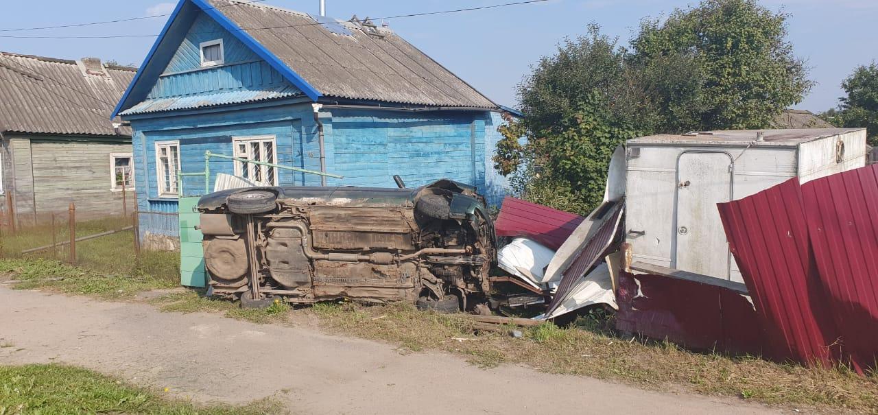 На трассе Тверь-Кимры УАЗ спровоцировал ДТП с Land Rover и грузовиком