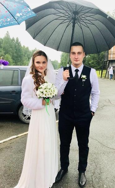 Погиб под любимую музыку... Позавчера в Первоуральске 23-летний местный житель Владислав Паничевский в наушниках переходил железнодорожные пути. Ему удалось пройти перед поездом, однако за