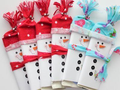 Оформление новогодних подарков. Если вы собираетесь подарить кому-нибудь на Новый год плитку шоколада , то не поленитесь потратить 15-20 минут на то, чтобы превратить ее в задорного снеговика .