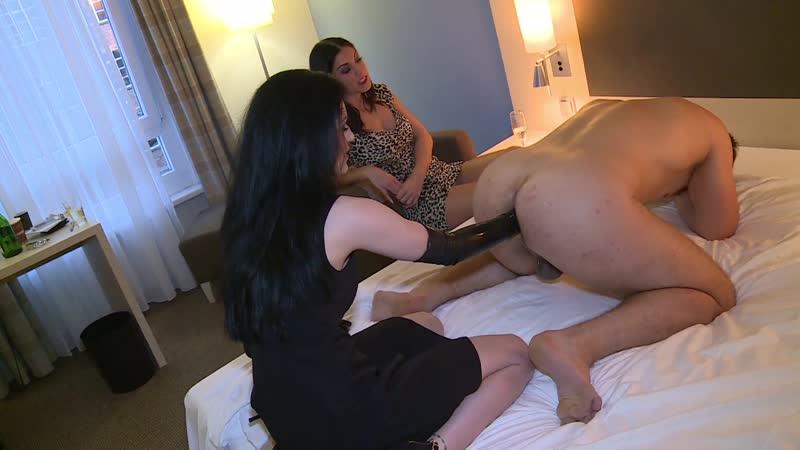 Lady Chanel und Herrin Blackdiamoond - Teil 1 - Mitarbeiter anal verfühft