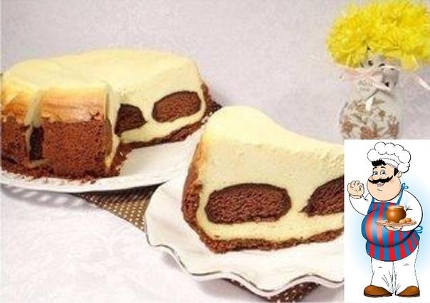 Чизкейк творожный Ингредиенты: Печенье (песочное, для основы) 300 г Масло сливочное (для основы) 170 г Какао-порошок (для основы) 3 ст. л. Творог (жирный) 550 г Сметана (не менее 22% жирности)