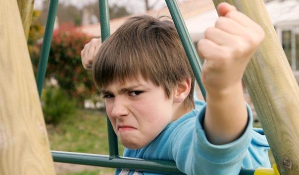 Родители учат сыновей, что «девочек обижать нельзя» Тогда надо учить девочек, что «мальчикам нельзя отказывать». Для симметрии. Разрушительный потенциал у обеих фраз одинаковый. Но шутки в