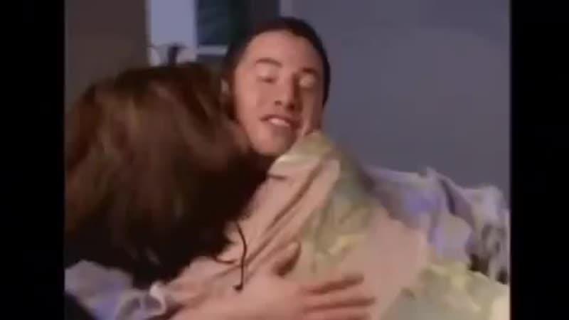 Сандра Баллок прерывает Киану Ривза во время интервью о Скорости (1994)