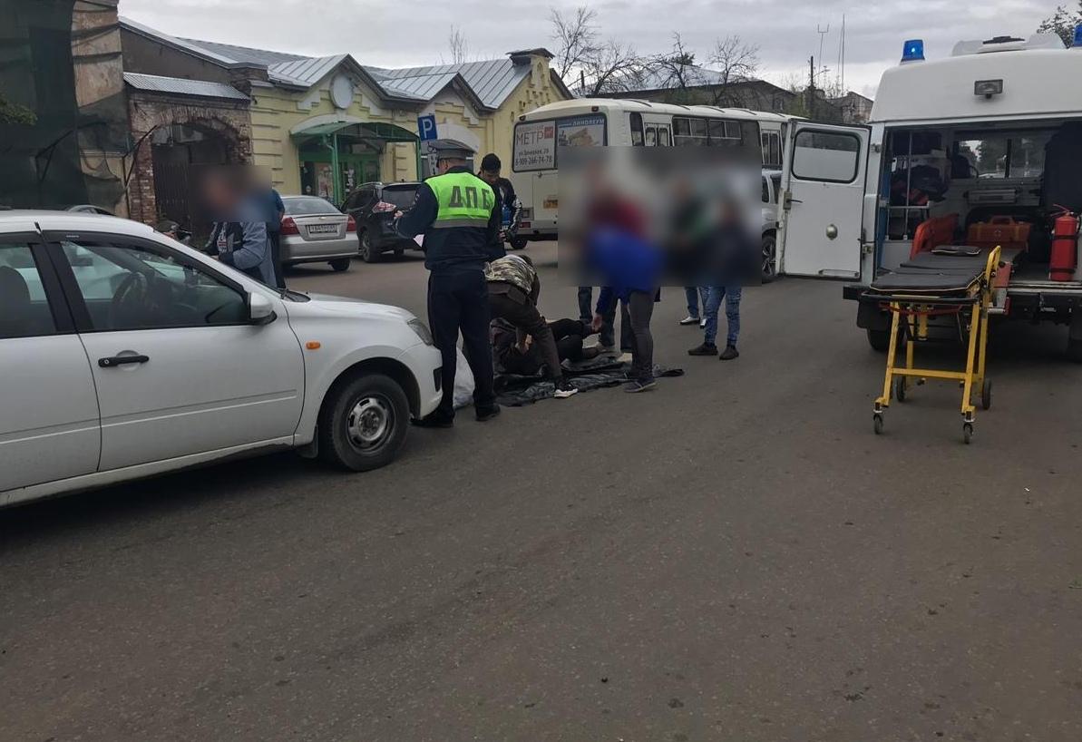 На улице Володарского в Кимрах водитель Лады сбил бабушку, переходившую дорогу в неположенном месте
