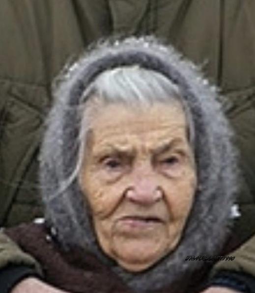 Одно фото а столько эмоций. Что думает бабушка интересно - ПроституткаМужик явно хочет выпить). Или может это его дочка Ну а парень увидел, торчащие от холода соски и хочет девушку В соцсетях