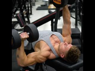 Тренировка на грудные мышцы
