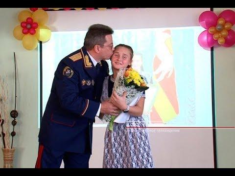 В Златоусте наградили школьницу которая спасла ребёнка из под колёс поезда