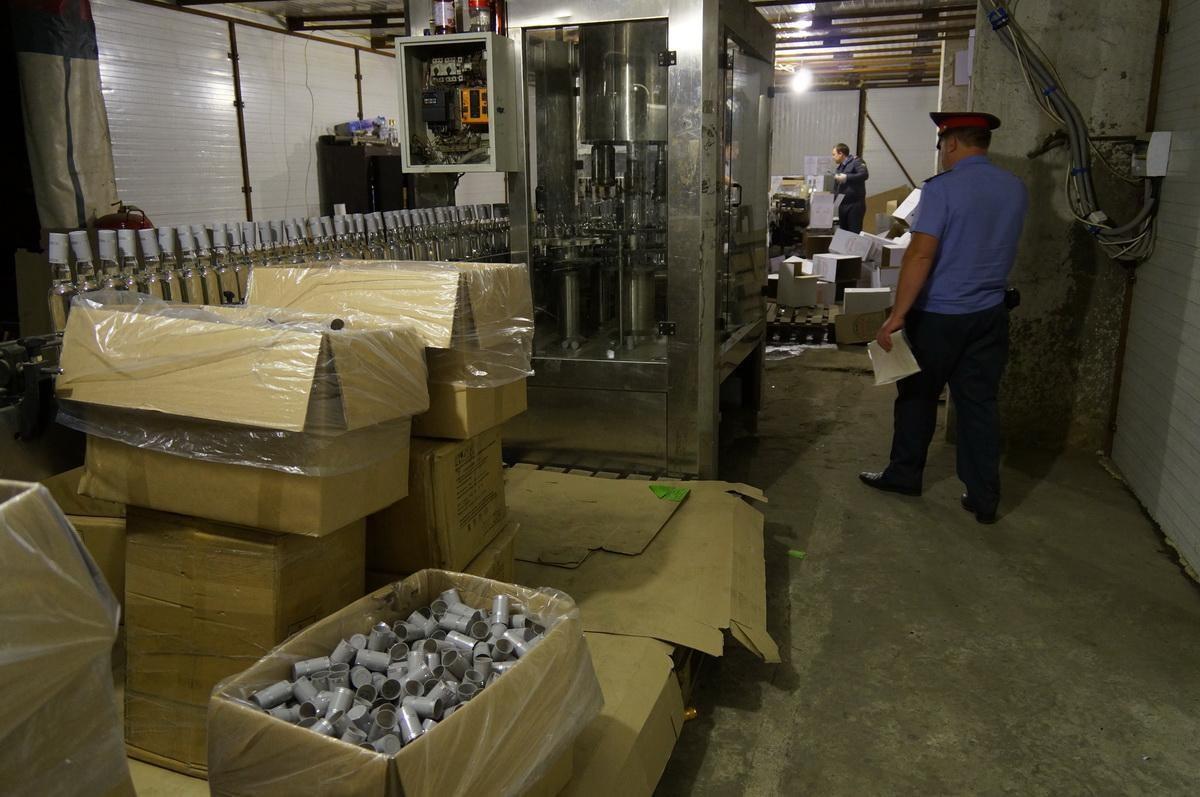 Подпольный завод по розливу алкоголя ликвидировали в