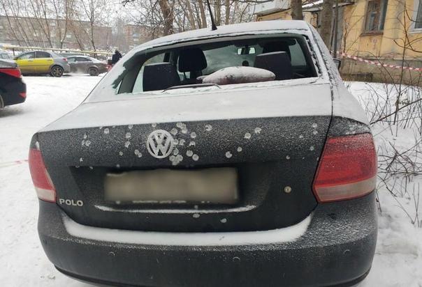 Житель Перми вышел на улицу с ружьем и начал стрелять по прохожим Несколько жертв. Сегодня утром 50-летний пермяк принял наркотики и начал стрелять по людям на улице. В результате оказалась