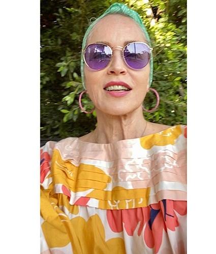 Шэрон Стоун отдыхает у бассейна и делится своими фото в бикини Карантин в доме 62-летнейШэрон Стоунпроходит возле бассейна: звезда Голливуда загорает под теплым весенним солнцем в компании