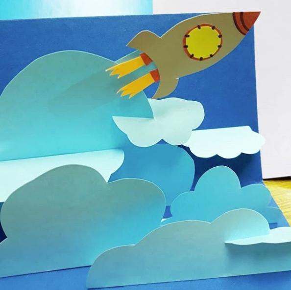 ПОДЕЛКИ НА ТЕМУ КОСМОС. КОСМИЧЕСКИЕ ПОДЕЛКИ. Объемная аппликация из цветной бумаги на тему: «Космос»