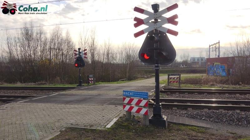 Spoorwegovergang Aki Breda NB 😍4K😍 Dutch railroad crossing