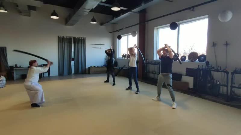 Упражнение Удар в приседе