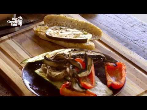 Сэндвичи с хумусом и жаренными овощами на гриле Big Green Egg