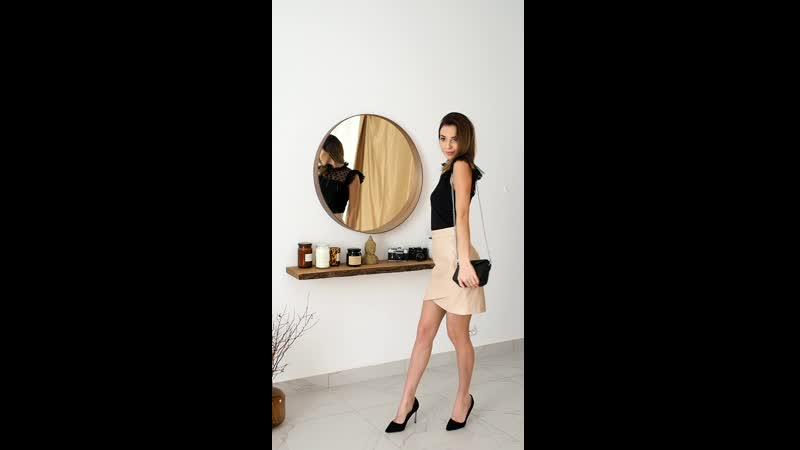 Нежная кофточка с рюшами и юбка из эко кожи