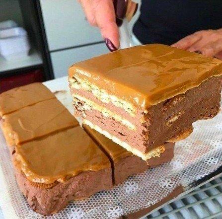 Крутой шоколадный тортик, для которого не потребуется выпечка НУЖНО: 500 гр. сухого молока или детской смеси,5 ст. л. какао (можно и больше),250 гр. размягченного сливочного масла,стакан воды,6