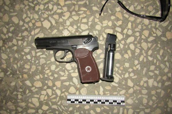 В Самарской области двое напали на ювелирный магаз...