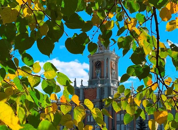 «Город древний, город славный! Бьют часы на башне ...