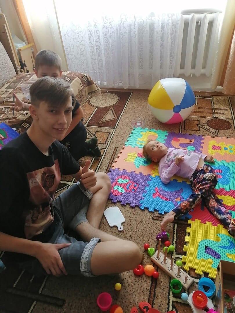 4 особенных ребёнка осчастливили можгинские волонтеры в