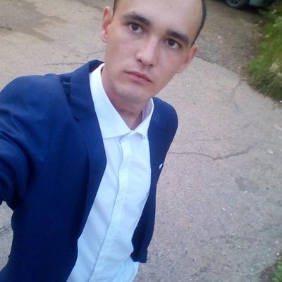 Денис, 21, Igra