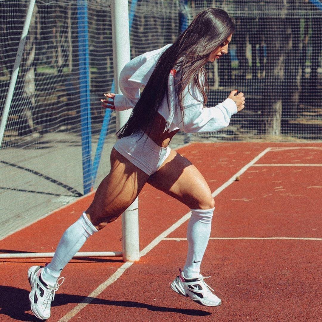 Мощная спортивная форма Бахар Набиевой