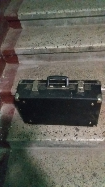 А. НевскогоКачаловаОтдам чемодан. Его не открыть и...