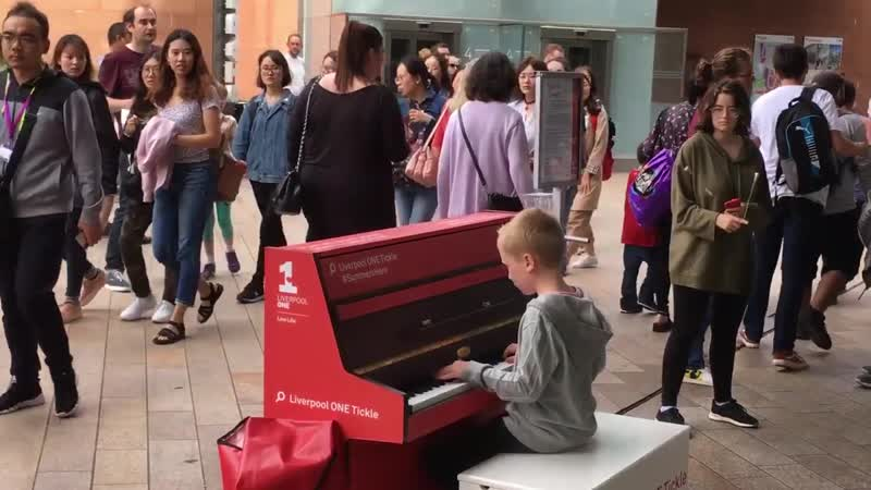Пианино Белые Облака Street pianist Harrison plays Nuvole Bianche by Ludovico Einaudi in LiverpoolOne