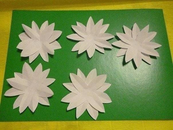 Идея для творчества с детьми Сохраняй себе нарциссы из бумаги