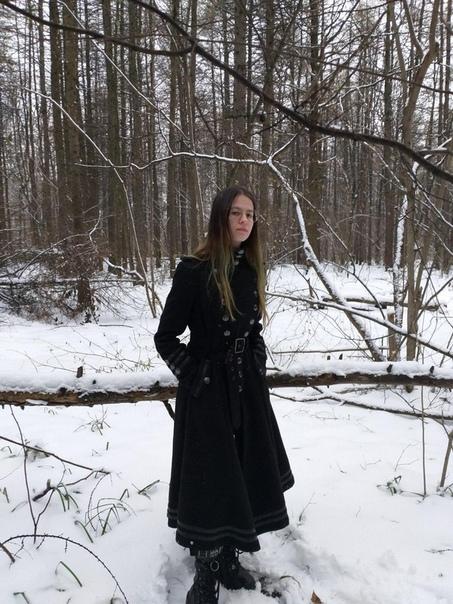 В Москве самоубилась студентка МГУ 19-летняя Радий шагнула из окна дома на Осенней улице днем 23 марта. Девушка увлекалась оккультизмом, сатанизмом и оставила на страничке в соцсети предсмертную
