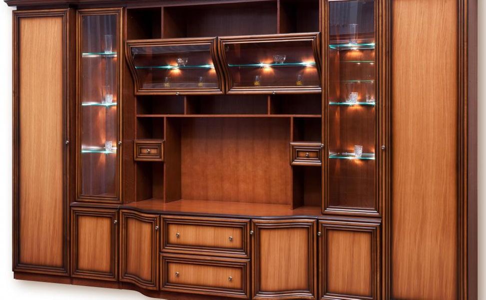 Гостиные комнаты иногда оформлены вокруг предмета мебели, такого как развлекательный центр.