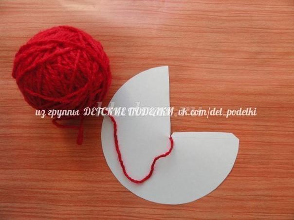«Мухомор» До чего красивый гриб!Кружевами он обвит.В шляпке славной, ярко-красной,В белых крапинках атласных.Вы его, друзья, не рвитеИ в корзинку не кладите.Хоть красивый он на вид,Очень гриб